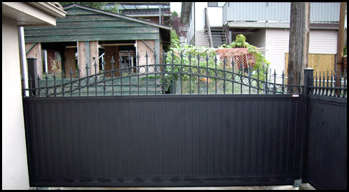 ALUMINIUM ARCHED TOP PRIVACY DRIVEWAY GATE