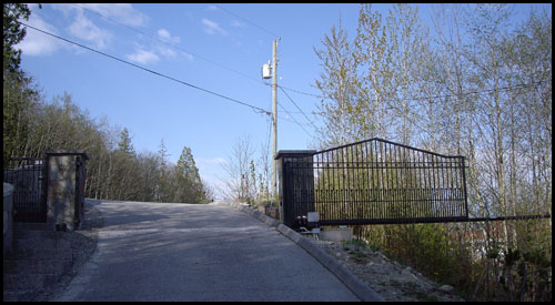 AUTOMATED PEAK TOP CANTILEVER DRIVEWAY GATE