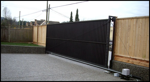 CANTILEVER SLIDING DRIVEWAY GATE WITH CABLE BACK SUPPORT