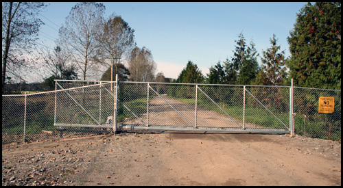 CHAIN LINK CANTILEVER DRIVEWAY GATE