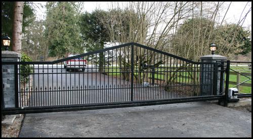 CUSTOM ALUMINIUM FABRICATED DRIVEWAY GATE