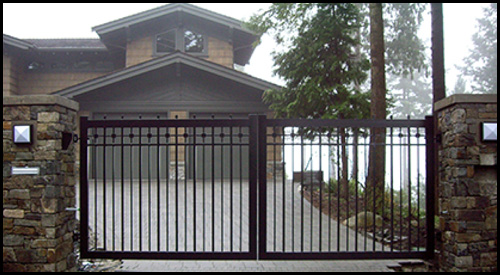 FLAT TOP IN-SWINGING DRIVEWAY GATE