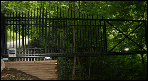 CANTILEVER DRIVEWAY GATE WHEN IN MOTION DOES NOT TOUCH THE GROUND