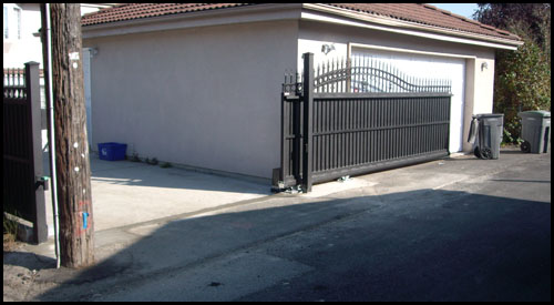 CANTILEVER SLIDING PRIVACY GATE IN OPEN POSITION