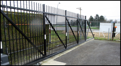 COMMERCIAL ALUMINIUM PICKET CANTILEVER GATE