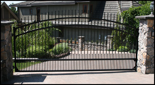 DOUBLE ARCHED SPEAR TOP ORNAMENTAL DRIVEWAY GATE