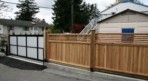 GATE WITH WOOD FENCING