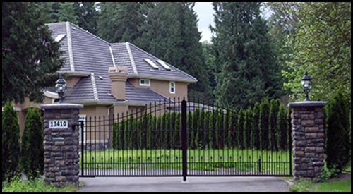 IN-SWINGING ARCHED TOP DRIVEWAY GATE